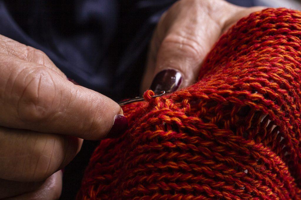 h953-maglie-uomo-maglioni-cashmere-maglieria-lusso-lavorazione-gallery-4